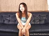 Aziatische amateur gegaan nat en wilde met haar dubbele dildo