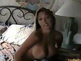Blonde moeder met grote tieten wordt geneukt