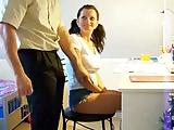 Duitse Leraar krijgt blow job van grote tieten student