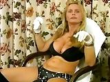 Lisa Berlin Bull neukt slaaf Charles met een vervelende strapon