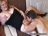 Rondborstige amateur Milf zuigt en neukt met sperma op haar grote tieten