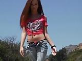 Verbazingwekkende tiener in strakke jeans