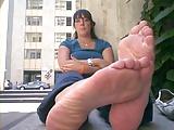 Vrouw met enorme stinkende voeten